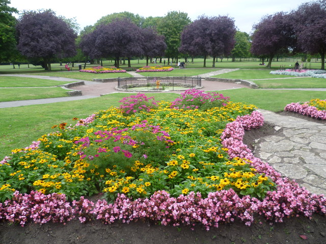 Flower beds in Lampton Park