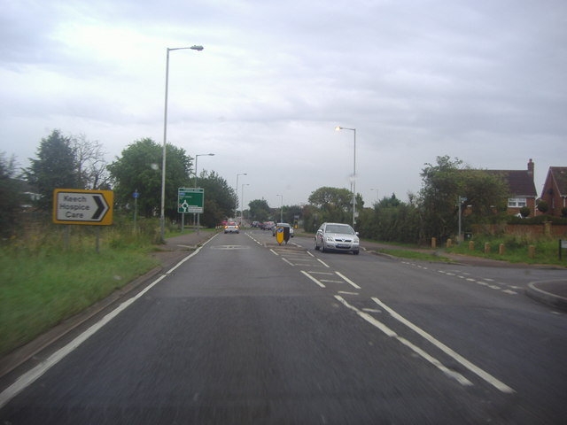 Barton Road entering Luton