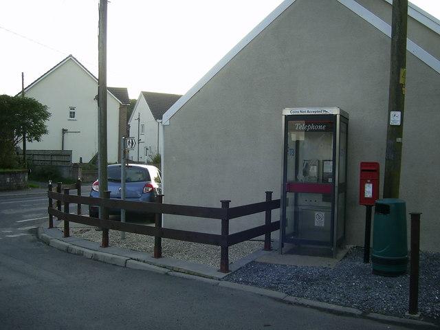 Phone box and postbox,  Foelgastell