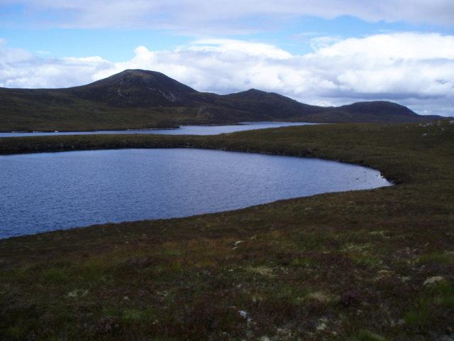 Lochan south of Loch a' Chràthaich with Meall a' Chràthaich in background