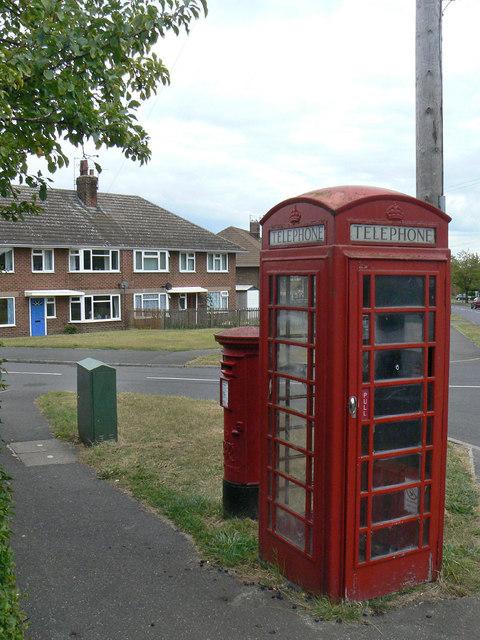 K6 kiosk and Collyer Road, Calverton postbox ref. NG14 105
