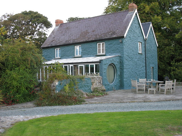 House in the grounds of Benton Castle