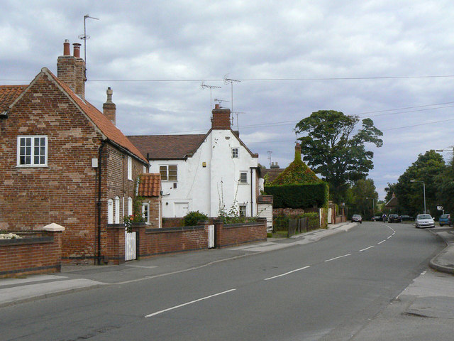Main Street, looking east from Burnor Pool