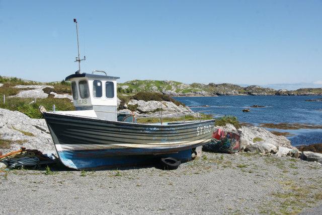 Boat beside jetty at Flodabay (Fleoideabhagh)