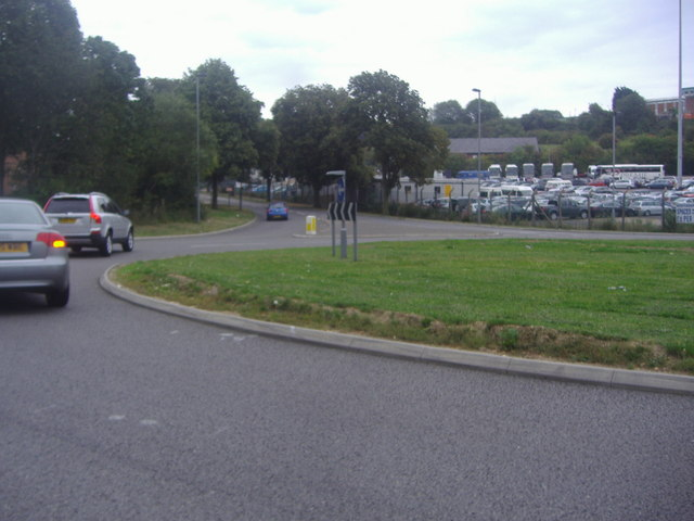 Roundabout on Vauxhall Way, Luton