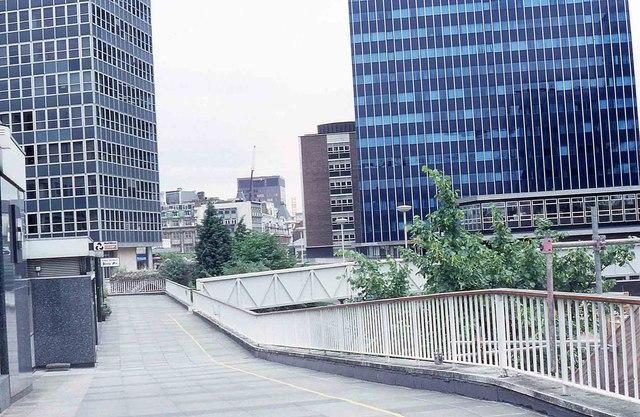 Raised walkway alongside London Wall (1988)