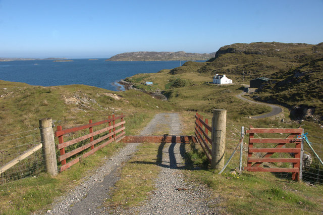Track to a house by the shore at Kendebig (Ceann Dibig)