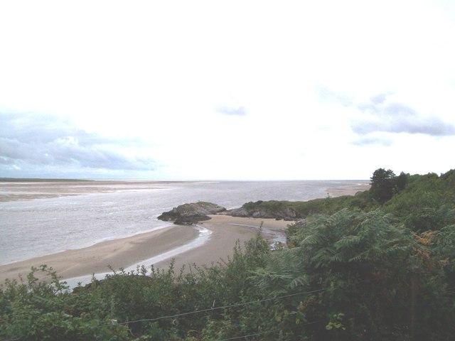 Afon Glaslyn flows past Garreg-Goch