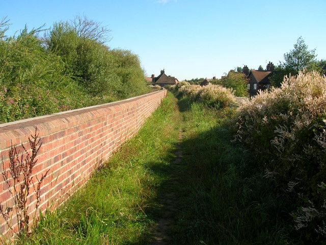 Footpath on River Ouse floodbank, Selby