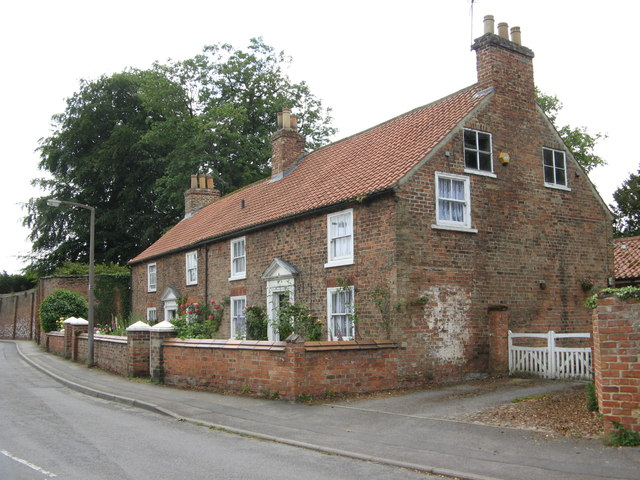 Thirsk Hall Cottages, 1 & 2 Cemetery Road