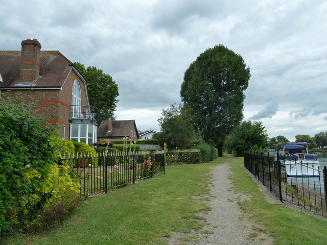 Walk along the Thames from Runnymede to Old Windsor (60)