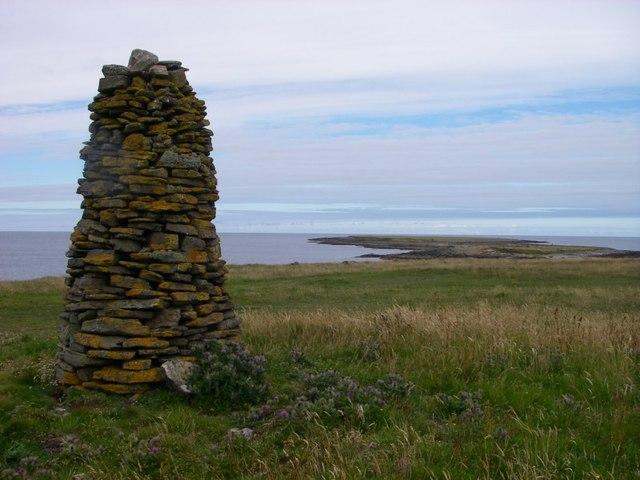Cairn overlooking Holms of Ire