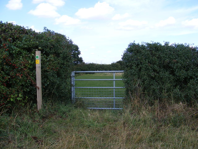 Field entrance  off Gull Lane and footpath sign