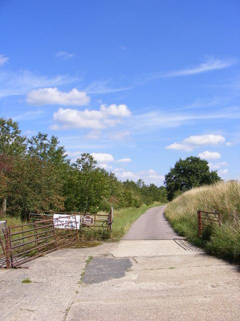 Footpath & Entrance to Brook Farm