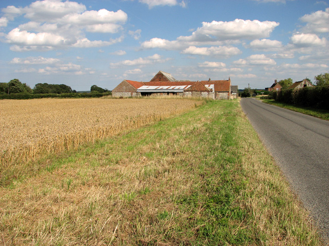 Farm and cottages at Shammer, on the road to North Creake