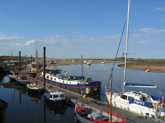 Quayside pontoon moorings