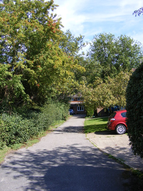 Footpath to the B1079 Woodbridge Road