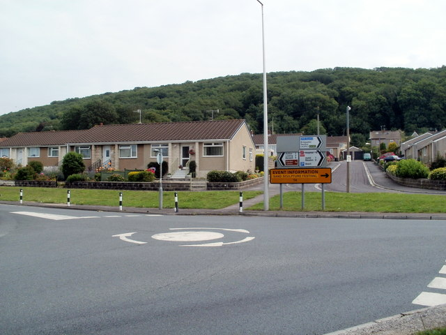 Mini-roundabout and bungalows, Broadway, Weston-super-Mare