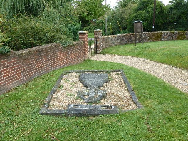 St Mary Mapledurwell: churchyard (5)