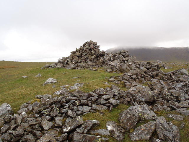 Dyke and cairn on Kirriereoch Hill