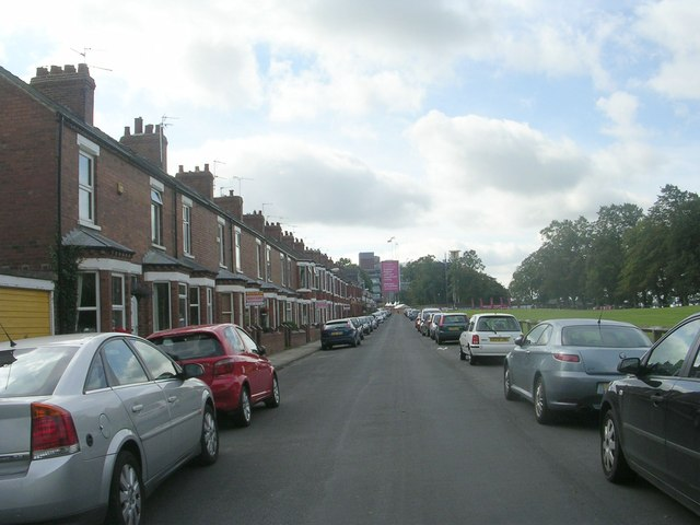 Knavesmire Crescent - looking towards Campleshon Road