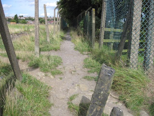 Footpath from Longwood Edge Road