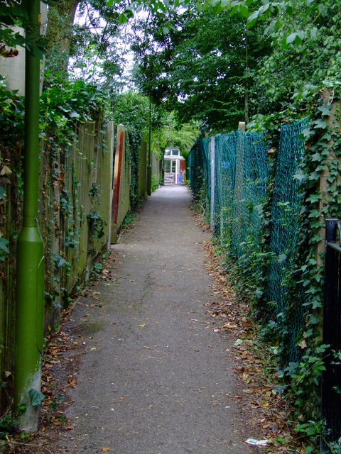 Footpath off Apton Road