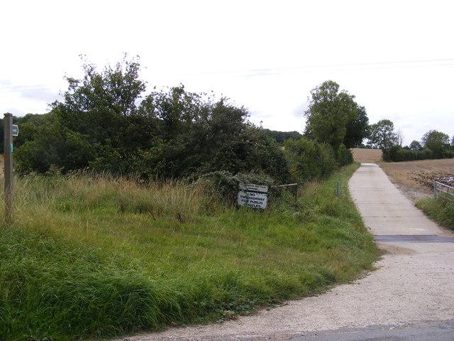 Footpath to Bridge Street & entrance to Huntingfield Hall Farm