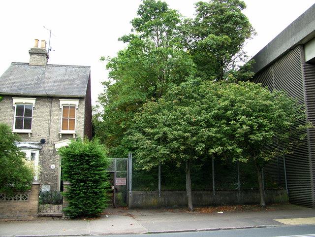 Mystery gateway in Fornham Road