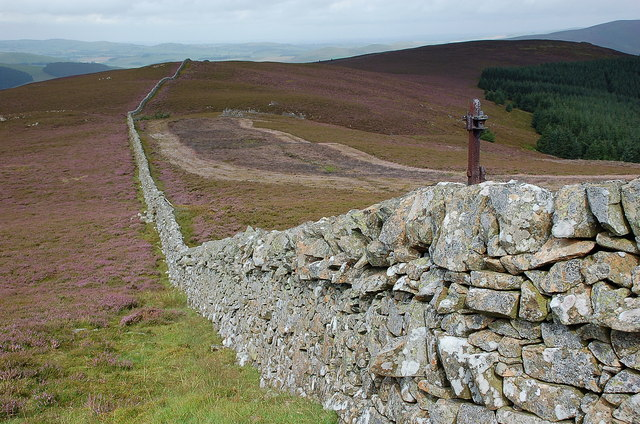 Wall on Faulds Craigs