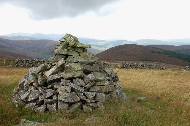 Summit cairn, Scawd Law
