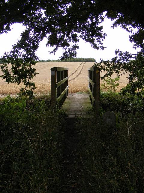 Footbridge of the footpath to Linsead Road