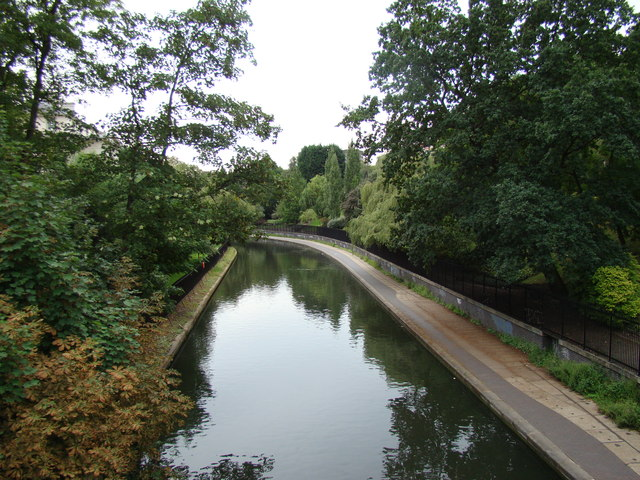 View of the Regent's Canal from the footbridge