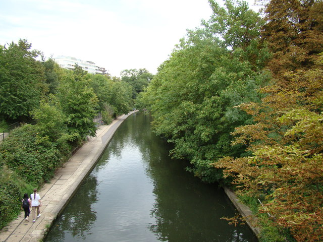 View of the Regent's Canal from the footbridge #2
