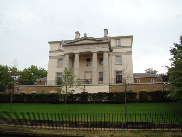 Large house on the bank of the Regent's Canal