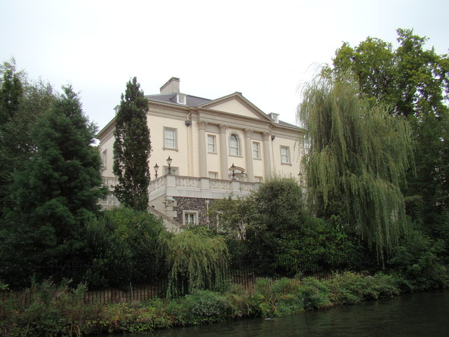 Large house on the bank of the Regent's Canal #2