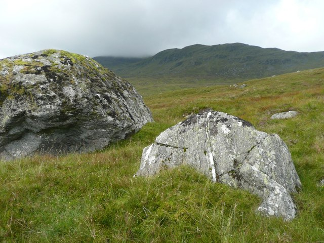 Boulders on southern slopes of Carn Shionnach