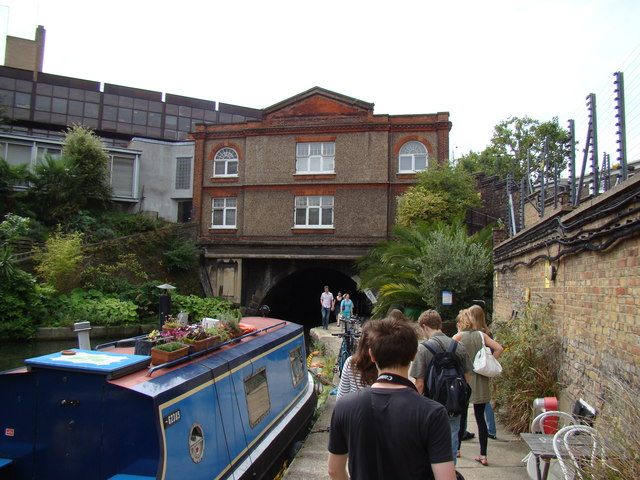House above a tunnel on the Regent's Canal