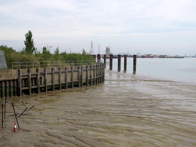 Low tide on Gallions Reach (2)