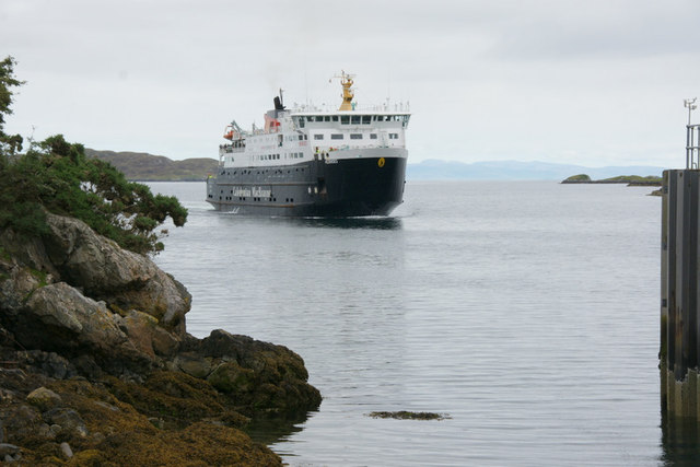 Rubha na Muice, Tarbert and the MV Hebrides