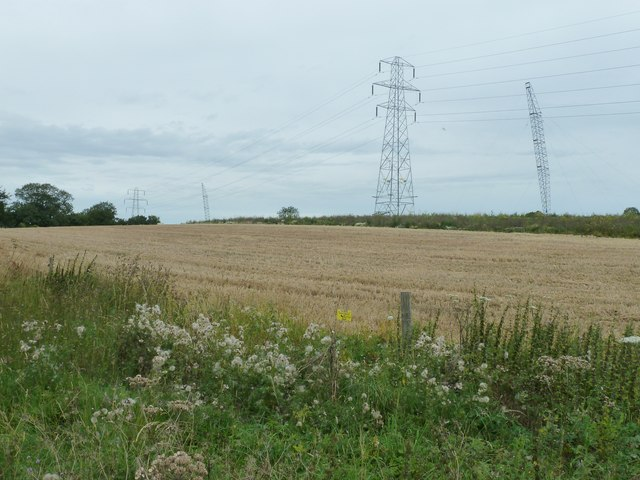 Pylons and masts on Hat Hill