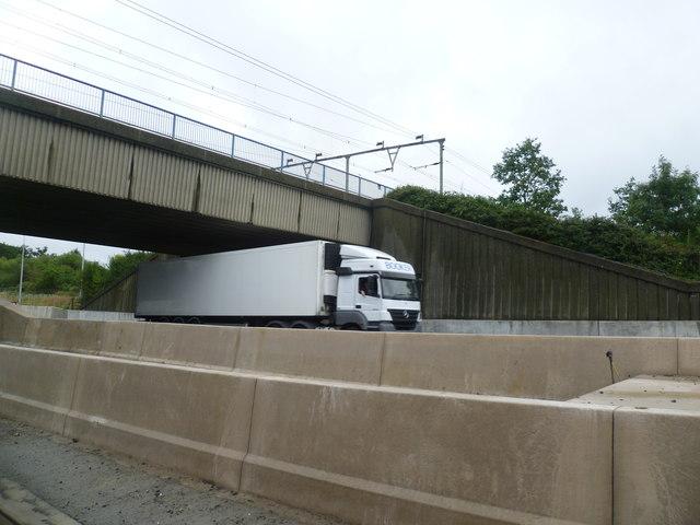 Railway Crossing M25 near Junction 28