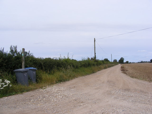 Footpath to the B1123 Harleston Road & entrance to Linstead Hall