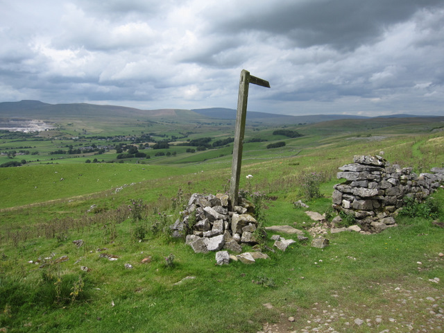Footpath to Dub Cote and the Ribble valley