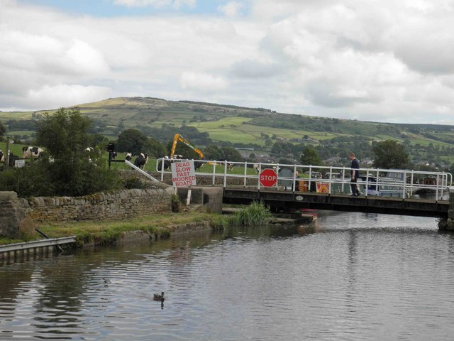 Cowling swing bridge on the Leeds Liverpool canal