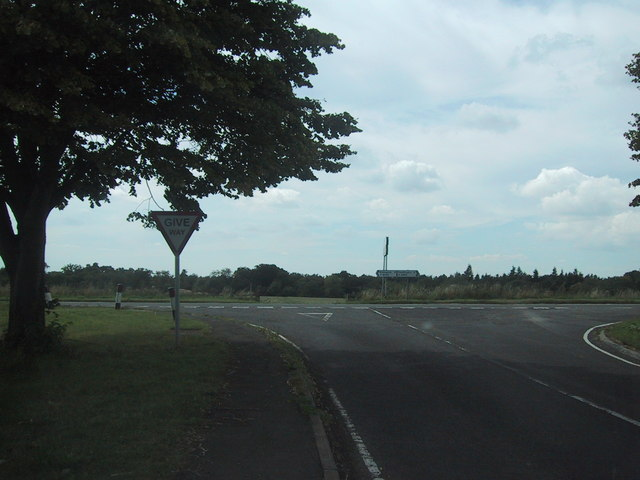 Road from Lower Heyford reaches the main road