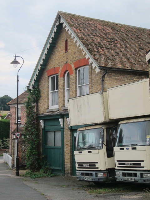 Removals lorries by Chequers Hill