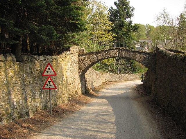 Footbridge near Old Bridge of Tilt