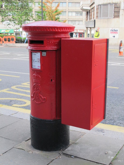 Edward VII postbox, College Crescent, NW3 (2)