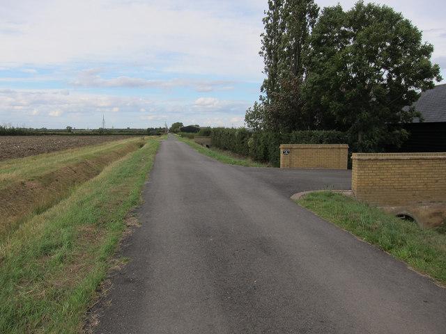 Utton's Drove past Trinity College Farm